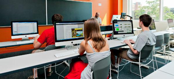 Estudiantes usando las TIC